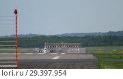 Купить «Turboprop airplane braking after landing», видеоролик № 29397954, снято 19 августа 2018 г. (c) Игорь Жоров / Фотобанк Лори