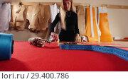 Купить «Young woman at sewing factory», видеоролик № 29400786, снято 10 декабря 2018 г. (c) Константин Шишкин / Фотобанк Лори