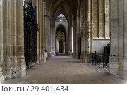 Интерьер католического храма. Собор аббатства Сент-Уэн, Руан, Франция. (2018 год). Стоковое фото, фотограф Сергей Рыбин / Фотобанк Лори
