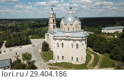 Купить «View of white-stone Orthodox church of Life-Giving Trinity in Gus-Zhelezny, Ryazan region, Russia», видеоролик № 29404186, снято 28 июня 2018 г. (c) Яков Филимонов / Фотобанк Лори
