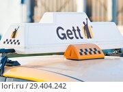 Купить «Логотип Gett Такси на крыше автомобиля. Москва», фото № 29404242, снято 5 ноября 2018 г. (c) Екатерина Овсянникова / Фотобанк Лори