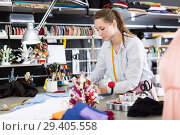 Woman professional sewer sew up textile at sewing atelier. Стоковое фото, фотограф Яков Филимонов / Фотобанк Лори