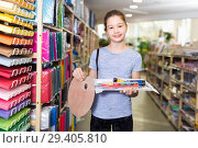 Portrait of cheerful little girl with school accessories purchased in stationery shop. Стоковое фото, фотограф Яков Филимонов / Фотобанк Лори