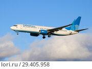 """Купить «Boeing 737-800 (VQ-BTD) авиакомпании """"Победа"""" на глиссаде», фото № 29405958, снято 20 июля 2018 г. (c) Виктор Карасев / Фотобанк Лори"""