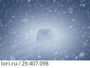 Купить «Автомобиль на дороге в пургу», фото № 29407098, снято 27 марта 2018 г. (c) Икан Леонид / Фотобанк Лори