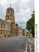 Купить «Tom Tower and Tom Quad on the St. Aldate's street. Oxford University. England», фото № 29410794, снято 15 мая 2009 г. (c) Serg Zastavkin / Фотобанк Лори