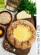 Купить «Галета с сыром из овсяных хлопьев. Вид сверху», фото № 29411270, снято 9 ноября 2018 г. (c) Надежда Мишкова / Фотобанк Лори