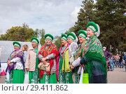 Russia, Khabarovsk, September 8, 2018: women in Russian-national costumes at festival. Редакционное фото, фотограф Катерина Белякина / Фотобанк Лори