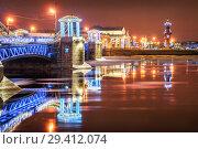 Купить «Санкт-Петербург. Новогодний Дворцовый мост и Ростральные колонны. The New Year's Palace Bridge and the Rostral Columns», фото № 29412074, снято 12 января 2018 г. (c) Baturina Yuliya / Фотобанк Лори
