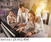 Купить «Adults trying to get out of escape room», фото № 29412494, снято 6 июля 2017 г. (c) Яков Филимонов / Фотобанк Лори