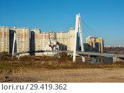 Купить «Москва, Павшинский пешеходный мост», эксклюзивное фото № 29419362, снято 12 ноября 2018 г. (c) Alexei Tavix / Фотобанк Лори