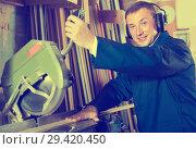 Купить «friendly workman cutting wooden planks using circular saw», фото № 29420450, снято 12 ноября 2019 г. (c) Яков Филимонов / Фотобанк Лори