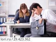 Купить «Man and woman discussing in office», фото № 29423362, снято 31 июля 2018 г. (c) Elnur / Фотобанк Лори