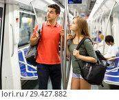 Купить «Couple is traveling and moving around the city», фото № 29427882, снято 14 июня 2018 г. (c) Яков Филимонов / Фотобанк Лори