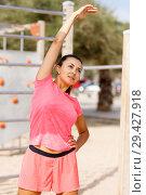 Купить «Woman training on outdoors fitness station», фото № 29427918, снято 26 июня 2018 г. (c) Яков Филимонов / Фотобанк Лори