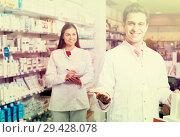 Купить «team of pharmaceutist and technician working in chemist shop», фото № 29428078, снято 19 апреля 2019 г. (c) Яков Филимонов / Фотобанк Лори