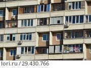 Купить «Восьми-десяти-двенадцати-четырнадцатиэтажный восьмиподъездный панельный жилой дом серии П-46 (построен в 1996 году). Мячковский бульвар, 27. Район Марьино. Город Москва», эксклюзивное фото № 29430766, снято 16 октября 2018 г. (c) lana1501 / Фотобанк Лори