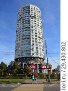 Купить «Двадцатичетырёхэтажный одноподъездный сборно-монолитный жилой дом серии И-1279 («Колос»), построен в 1998 году. Люблинская улица, 169. Район Марьино. Город Москва», эксклюзивное фото № 29430802, снято 16 октября 2018 г. (c) lana1501 / Фотобанк Лори