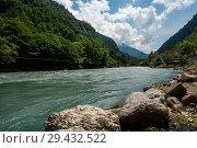 Купить «Абхазия. Вид на водный пейзаж с речкой Бзыбь летним днём», эксклюзивное фото № 29432522, снято 4 июня 2018 г. (c) Игорь Низов / Фотобанк Лори