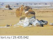 Купить «White desert Sahara Egypt», фото № 29435042, снято 27 декабря 2008 г. (c) Знаменский Олег / Фотобанк Лори