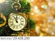 Купить «Новый год. Поздравительный новогодний фон с часами на елке.», фото № 29438290, снято 2 марта 2018 г. (c) ирина реброва / Фотобанк Лори