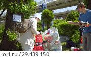 Купить «Mobile receiving point of waste recycling. environmental movement RAZdelniy sbor», видеоролик № 29439150, снято 2 июня 2018 г. (c) Ирина Мойсеева / Фотобанк Лори