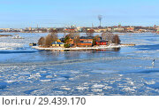 Купить «Baltic Sea with ice floes on background of Helsinki on sunny day. Finland», фото № 29439170, снято 28 марта 2018 г. (c) Валерия Попова / Фотобанк Лори