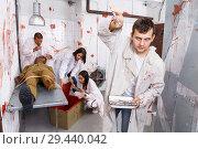 Купить «Guy frightening with medical instruments in quest room», фото № 29440042, снято 8 октября 2018 г. (c) Яков Филимонов / Фотобанк Лори