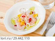 Купить «Shrimp ceviche with lime, mandarine and chili pepper», фото № 29442110, снято 14 декабря 2018 г. (c) Яков Филимонов / Фотобанк Лори