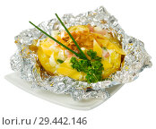 Купить «Cooked baked potatoes in foil with filling of bacon, fried onion and cheese», фото № 29442146, снято 17 декабря 2018 г. (c) Яков Филимонов / Фотобанк Лори