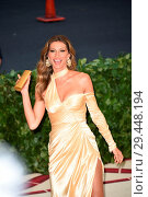 Купить «Celebs flock to the Costume Institute Gala at the Metropolitan Museum in NYC Featuring: Gisele Bundchen Where: Manhattan, New York, United States When: 07 May 2018 Credit: Rob Rich/WENN.com», фото № 29448194, снято 7 мая 2018 г. (c) age Fotostock / Фотобанк Лори