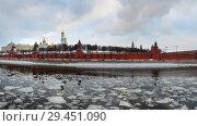 Купить «Москва-река, Кремлёвская набережная, зимний день», эксклюзивное фото № 29451090, снято 10 декабря 2016 г. (c) Dmitry29 / Фотобанк Лори