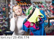 Купить «Girl choosing a sport bra», фото № 29456174, снято 22 января 2019 г. (c) Яков Филимонов / Фотобанк Лори