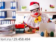 Купить «Funny clown in Christmas celebration concept», фото № 29458494, снято 20 июля 2018 г. (c) Elnur / Фотобанк Лори