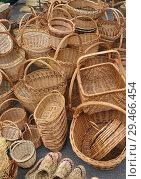 Купить «Продажа  плетёных  изделий на  ярмарке», фото № 29466454, снято 1 сентября 2013 г. (c) Татьяна Чепикова / Фотобанк Лори