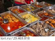 Купить «Street food buffet wirth chicken and various curries, Petaling Street, Chinatown, Kuala Lumpur, Malaysia.», фото № 29469818, снято 16 июня 2018 г. (c) age Fotostock / Фотобанк Лори