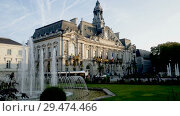 Купить «Morning view of building of Hotel de Ville in Tours (Town Hall) with fountain in central square», видеоролик № 29474466, снято 9 октября 2018 г. (c) Яков Филимонов / Фотобанк Лори