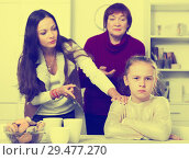 Купить «Offended little while mom and granny scolding her», фото № 29477270, снято 25 ноября 2017 г. (c) Яков Филимонов / Фотобанк Лори