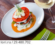 Купить «Grilled eggplant and tomatoes stack with spicy sauce», фото № 29480702, снято 16 февраля 2019 г. (c) Яков Филимонов / Фотобанк Лори
