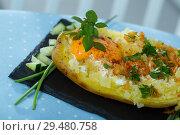 Купить «Baked potato with herbs, egg and cucumbers», фото № 29480758, снято 15 декабря 2018 г. (c) Яков Филимонов / Фотобанк Лори