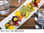 Купить «Tasty roasted tuna with mango and avocado», фото № 29480826, снято 19 декабря 2018 г. (c) Яков Филимонов / Фотобанк Лори