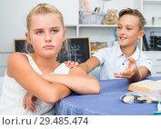 Купить «Brother is asking forgiveness from his offendedly sister», фото № 29485474, снято 7 августа 2017 г. (c) Яков Филимонов / Фотобанк Лори