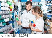 Купить «Couple choosing paint spray in shop», фото № 29492074, снято 17 мая 2018 г. (c) Яков Филимонов / Фотобанк Лори