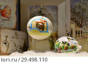 Купить «Новый год и Рождество. Подарочные елочные шары», фото № 29498110, снято 29 ноября 2018 г. (c) Валерия Попова / Фотобанк Лори