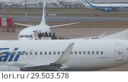 Купить «RUSSIA, MOSCOW. 8-11-2018. SHEREMETYEVO AIRPORT: People are landing on the airplane. UGT and UTair airlines», видеоролик № 29503578, снято 11 декабря 2018 г. (c) Константин Шишкин / Фотобанк Лори