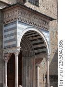 The columns porch of the Basilica di Santa Maria Maggiore, Upper town of Bergamo, Italy (2014 год). Стоковое фото, фотограф Виталий Батанов / Фотобанк Лори