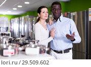 Купить «man and female of household appliances store», фото № 29509602, снято 21 февраля 2018 г. (c) Яков Филимонов / Фотобанк Лори