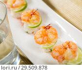 Купить «Grilled shrimps on rice balls», фото № 29509878, снято 19 января 2019 г. (c) Яков Филимонов / Фотобанк Лори