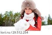 Купить «woman in fur hat with snow over winter forest», фото № 29512254, снято 7 января 2017 г. (c) Syda Productions / Фотобанк Лори