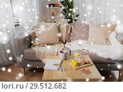 Купить «cozy home decorated for christmas over snow», фото № 29512682, снято 15 ноября 2017 г. (c) Syda Productions / Фотобанк Лори